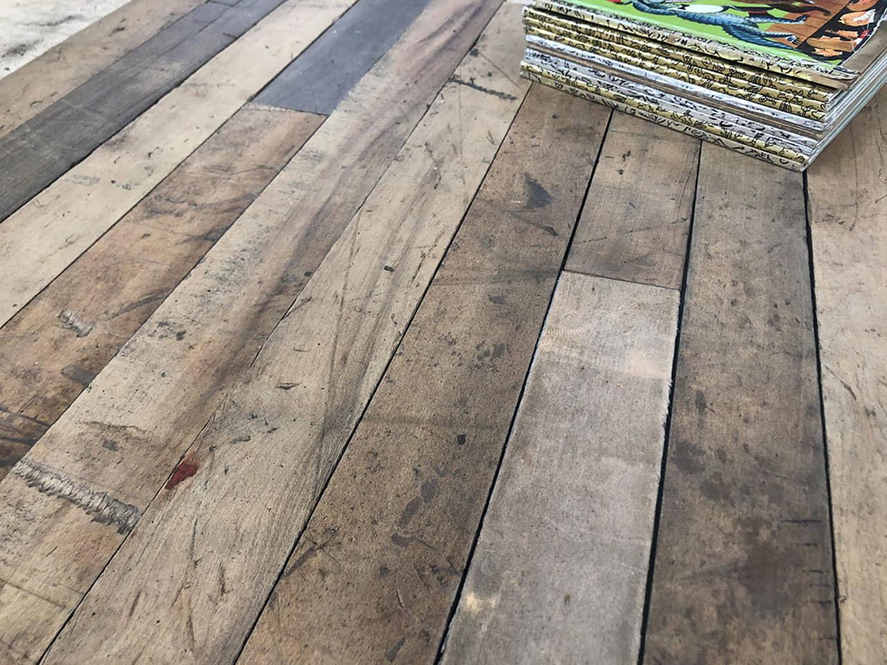 alt=pavimento verde de madera