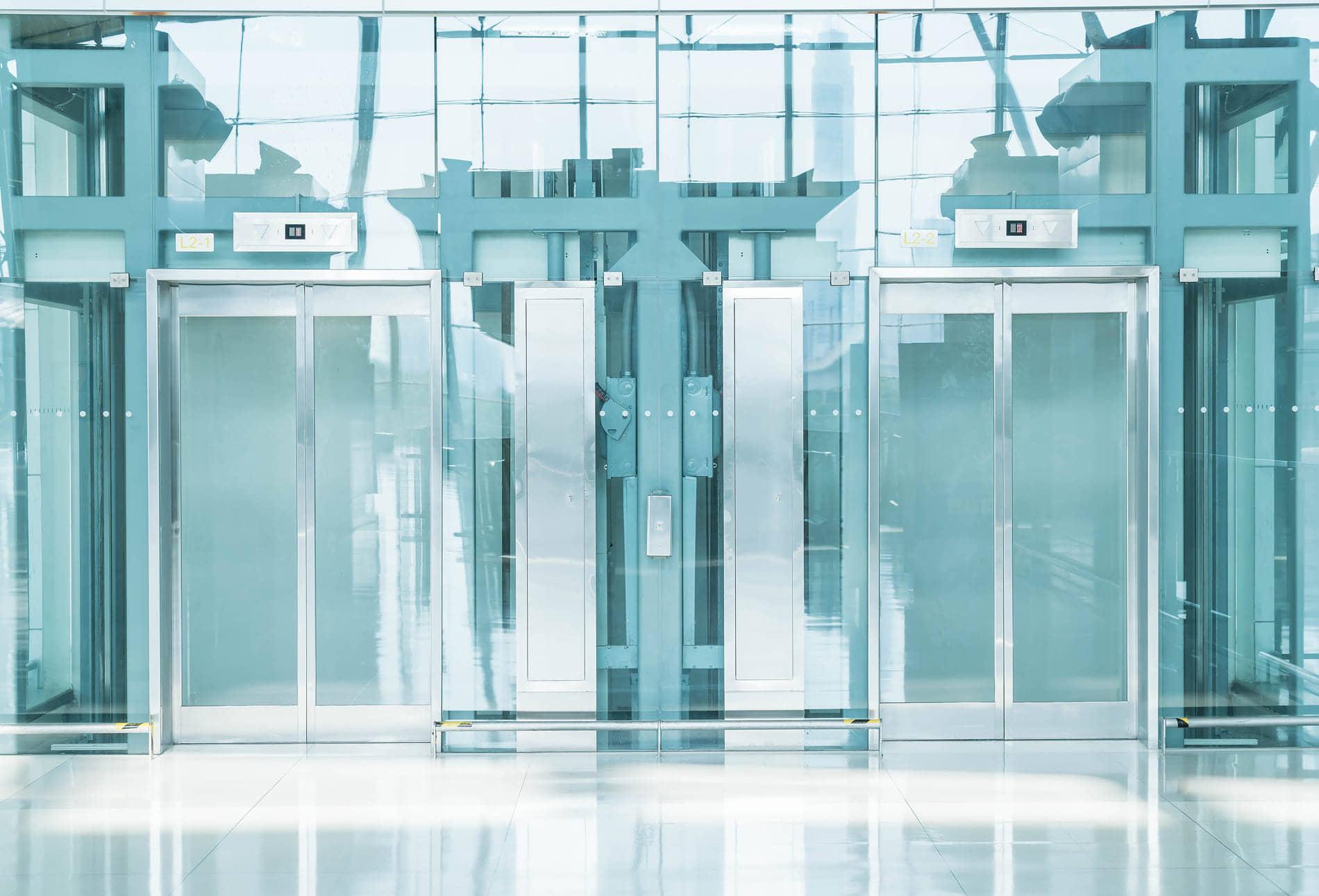 alt=portada de ascensores que consumen parados