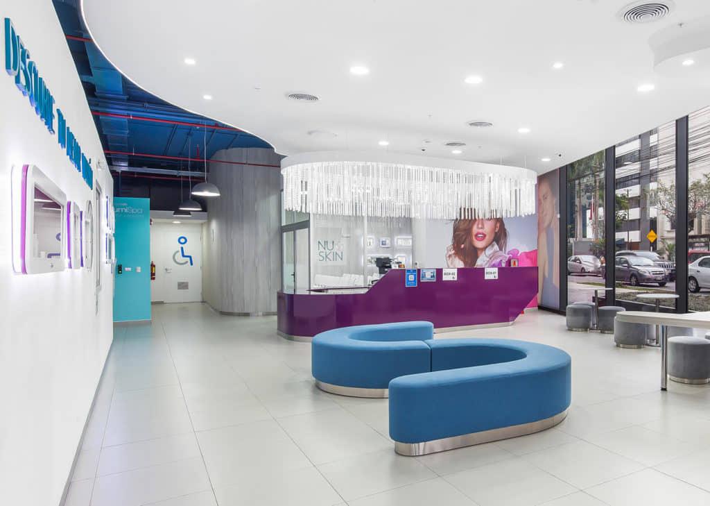 alt=interior Centro de experiencia NuSkin