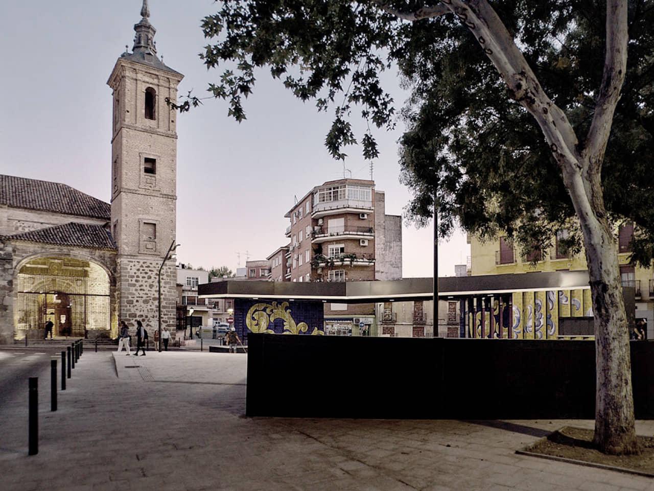 alt=Vista frente a la iglesia de la Plaza el salvador