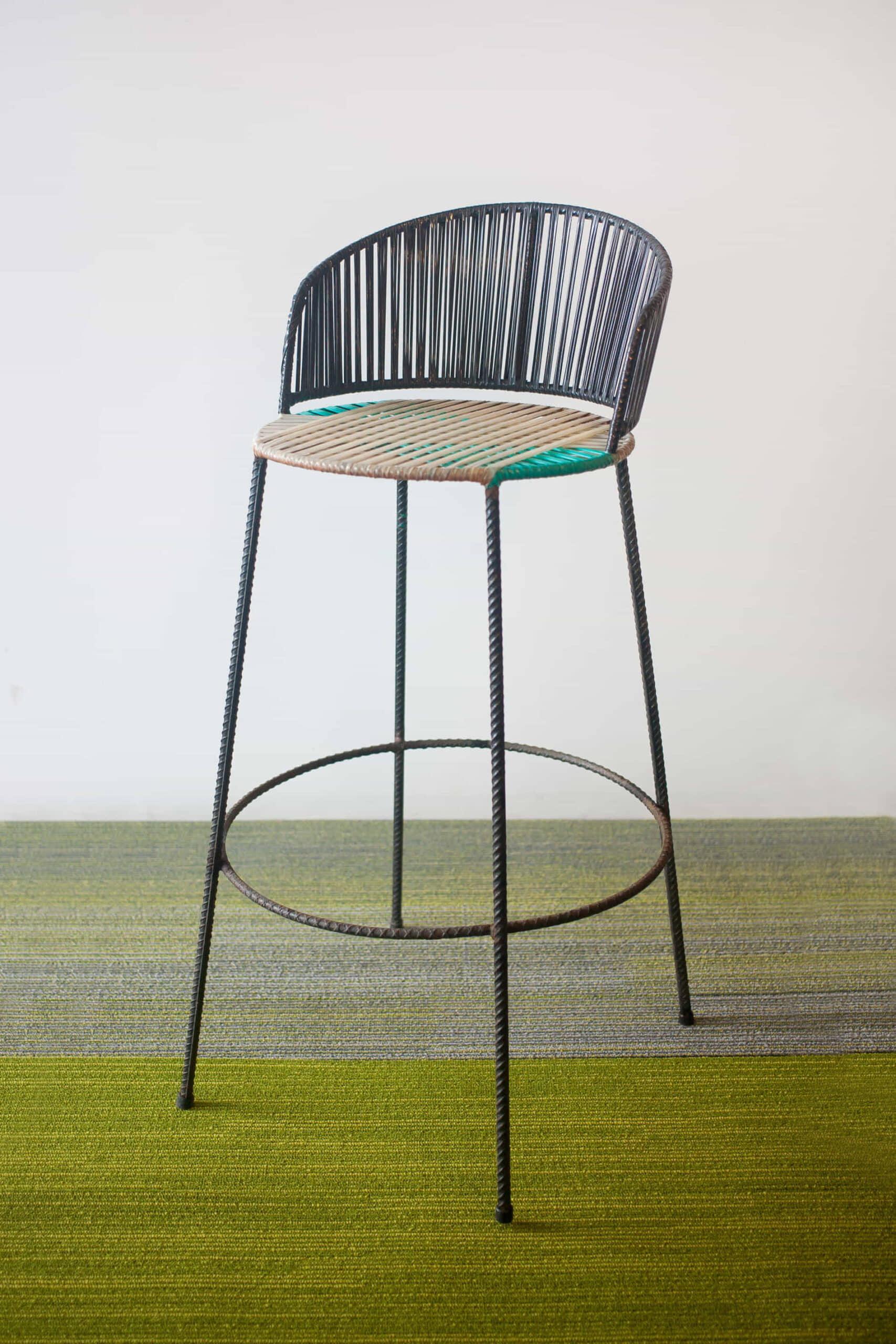 alt=silla restaurada de reciclaje constructivo 3