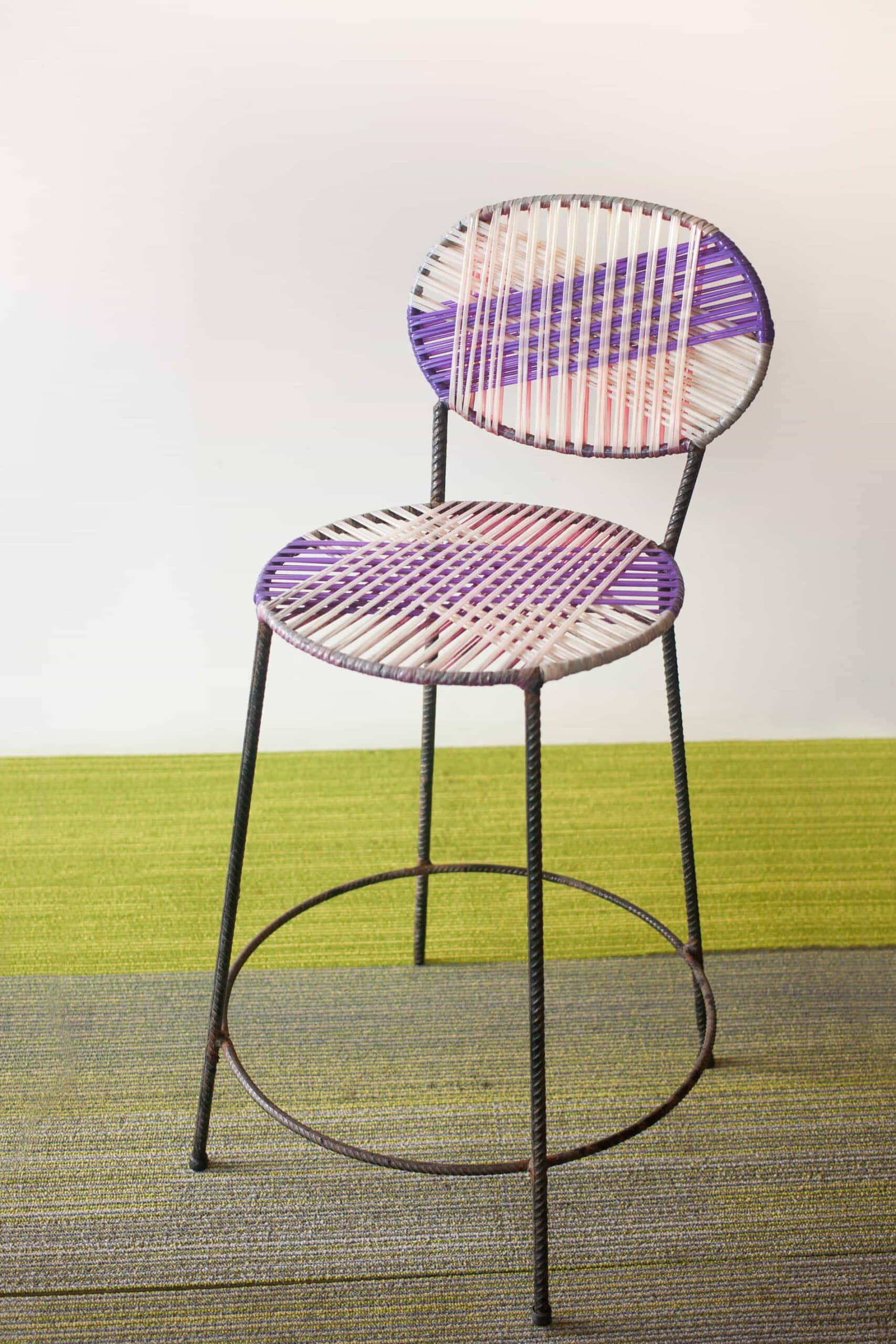alt=silla restaurada de reciclaje constructivo 4