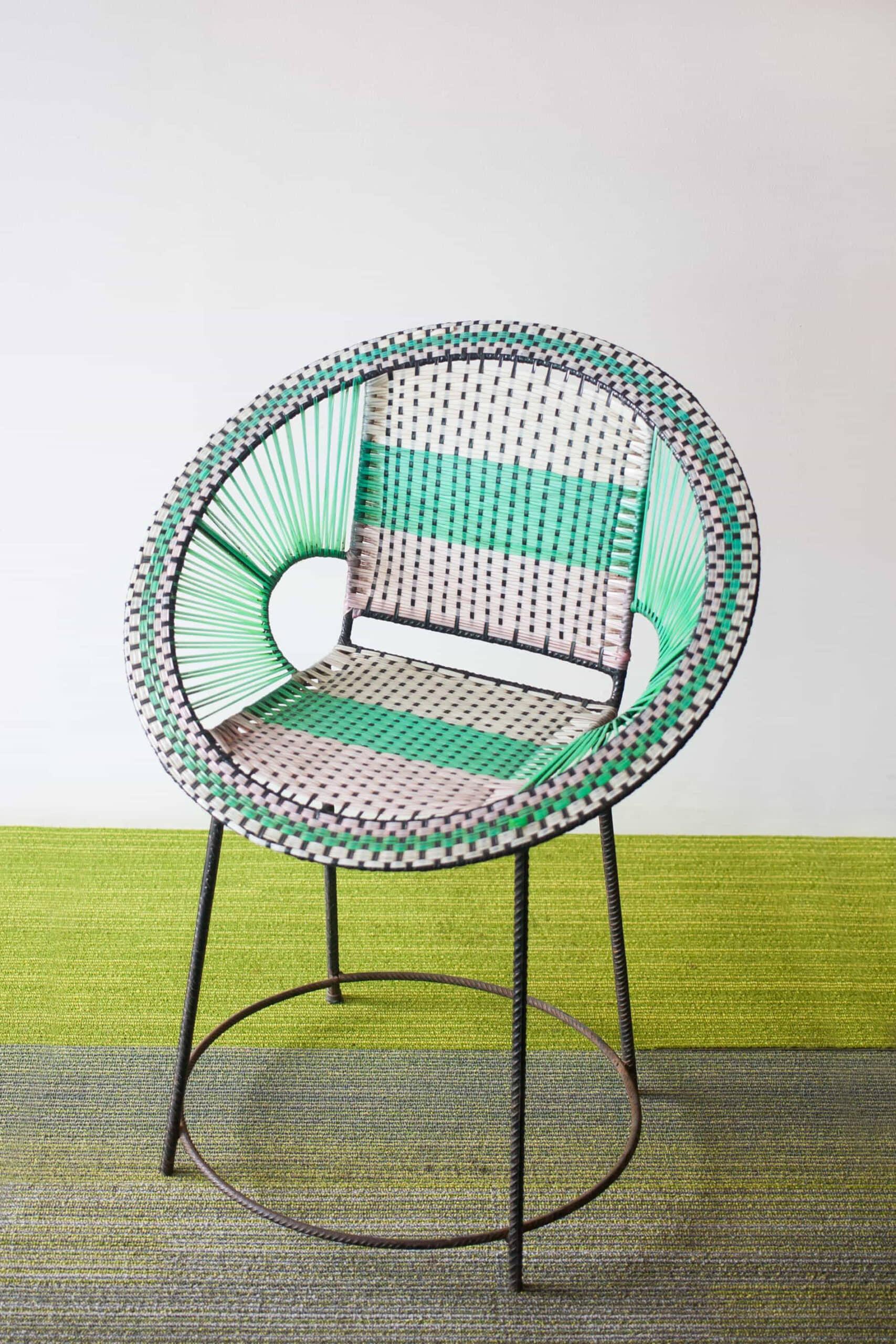 alt=silla restaurada de reciclaje constructivo 2